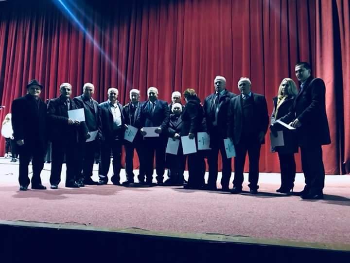 Ramis Merko ndau mirënjohje për këto veteranët e arsimit shqip në Strugë (FOTO)