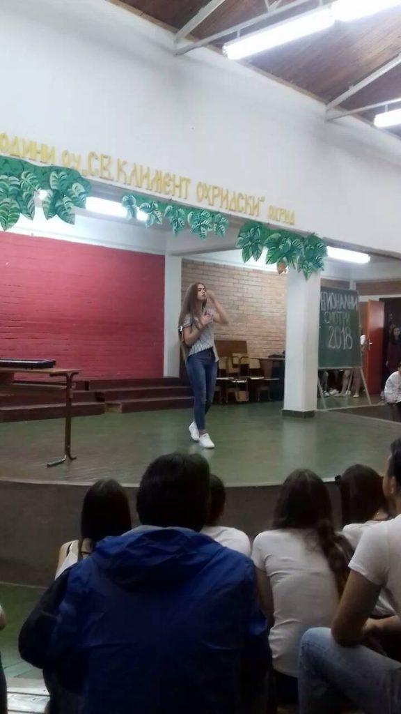 Këngëtarja Jonida Ibraimi, 15 vjeçarja e talentuar nga Frëngova, fiton çmimin e parë në Maqedoni (FOTO)