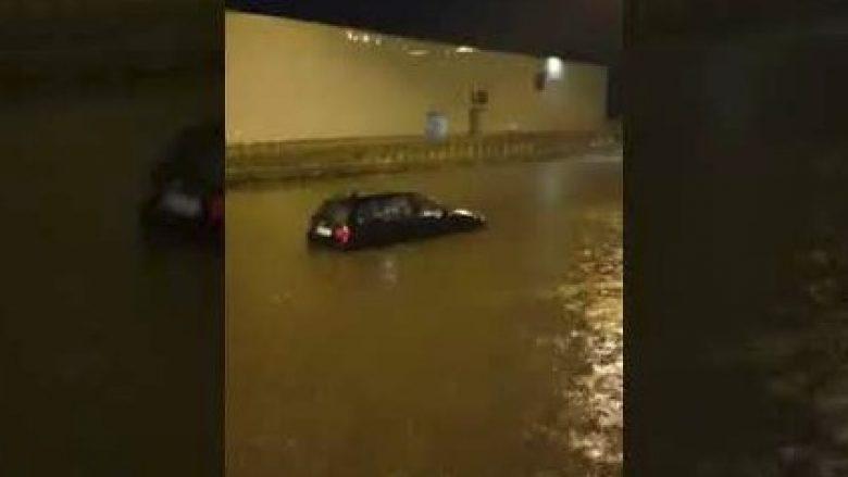 Evropa Perëndimore përfshihet nga stuhi e përmbytje (Video)