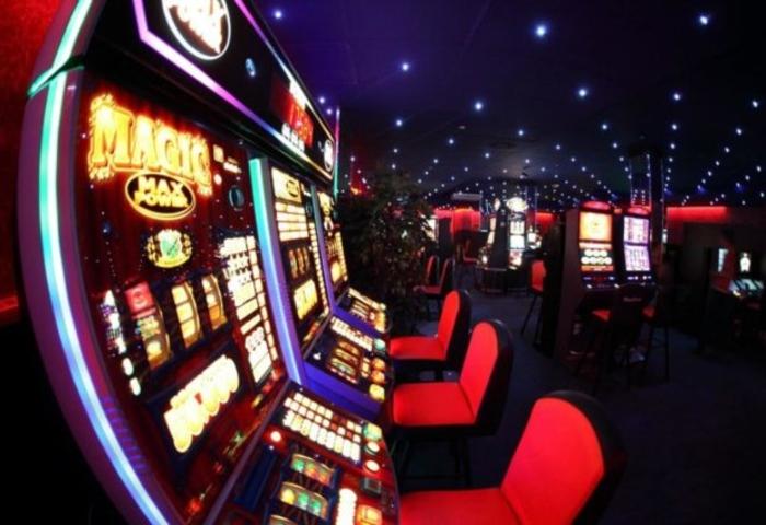 Vidhet një kazino nën kërcënimin e pistoletës