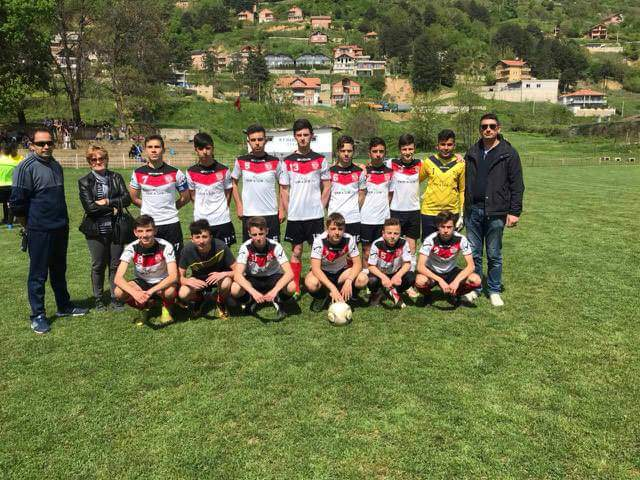 """Ekipi i futbollit të """"Vëllezërve Milladinov"""" janë kampionët (FOTO)"""