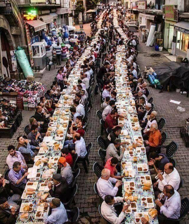 Iftari në Stamboll (FOTO)