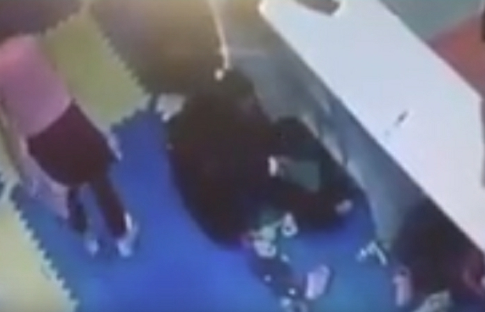 """E turpshme: Një grua vjedh të mbathura në """"Albi Mall"""" (VIDEO)"""