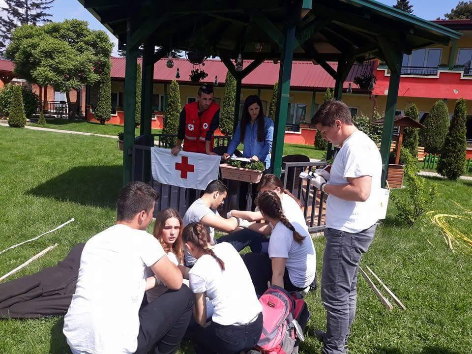 Kyqi i Kuq në Strugë sot organizoi garat e 42-ta në dhënien e ndihmês së parë (FOTO)