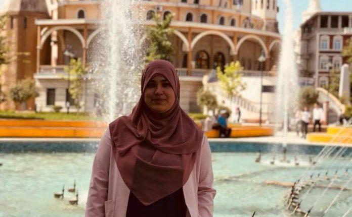 Besimtarja muslimane në Tiranë përqeshet në rrugë, ja si reagoi ajo!
