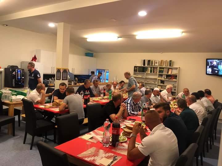 Bashkësia Shqiptaro – Islame shtron Iftar në Schwerzenbach të Zvicrës (FOTO)