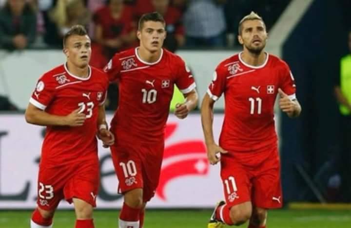 Xhaka dhe Shaqiri gjunjëzuan Serbinë