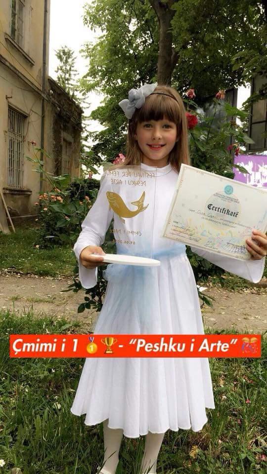 """Olsa Orani , fituese e çmimit të parë të festivalit për fëmijë """"Peshku i Artë"""" në në Strugë (FOTO)"""
