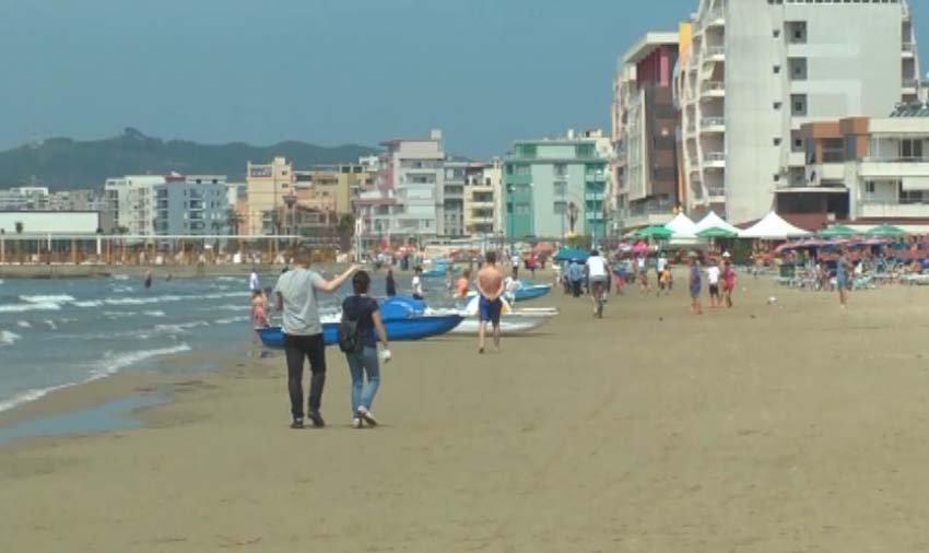 Mbytet një person në plazhin e Golemit në Durrës