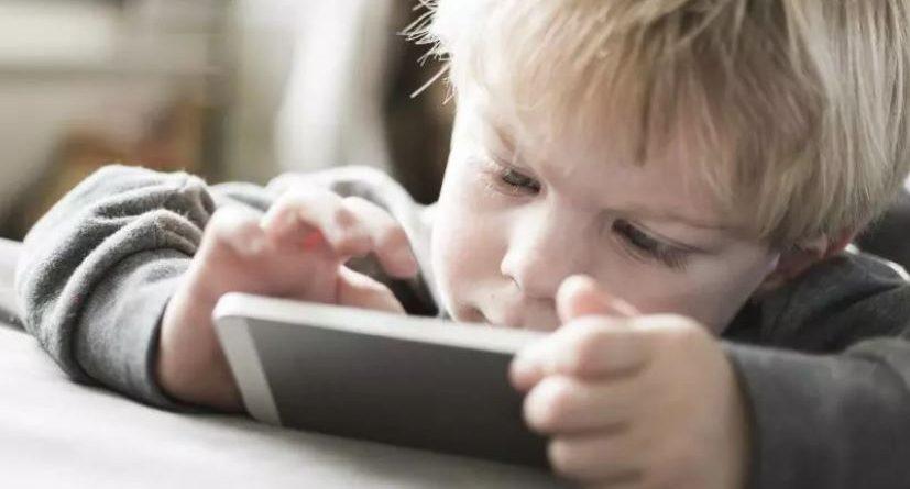 Teknologjia rrezikon jetën e fëmijëve (VIDEO)
