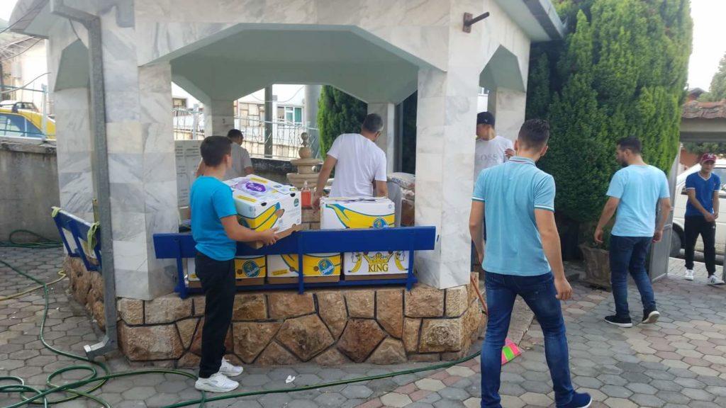 Shoqata Islame nga Ladorishti sot ndihmoi me ushqime dhe tesha mbi 40 familje në Strugë dhe rrethinë (FOTO)