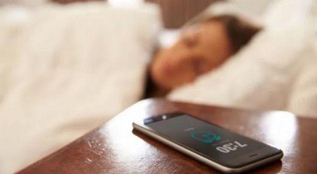 Tronditin mjekët: Sëmundja e re po përhapet nga celularët