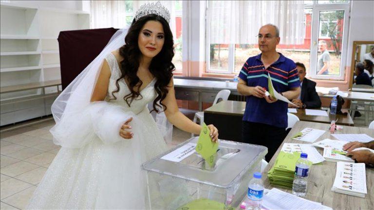 Turqi, voton me fustanin e nusërisë