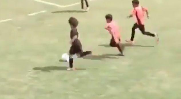 Super-talenti 12-vjeçar që po çmend gjithë botën e futbollit (VIDEO)