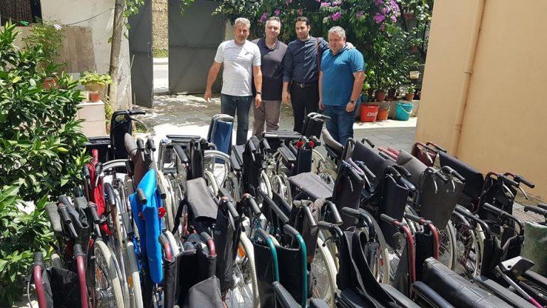 Kushdo që ka nevojë për karrocë për invalid të lajmërohet tek Elvis Naçi (FOTO)