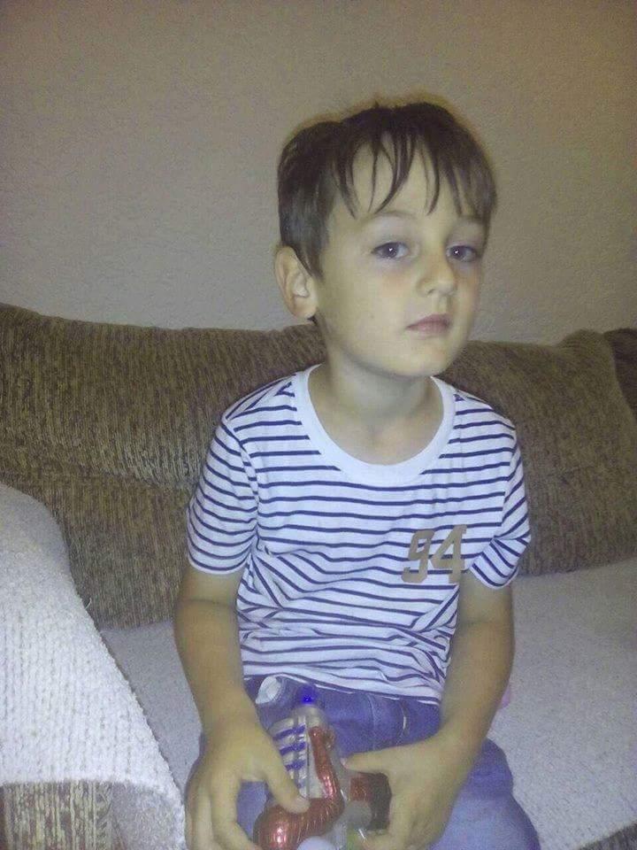 Ky fëmijë ka humbur në Kumanovë, kërkon prindërit e tij, telefono në këtë numër (FOTO)