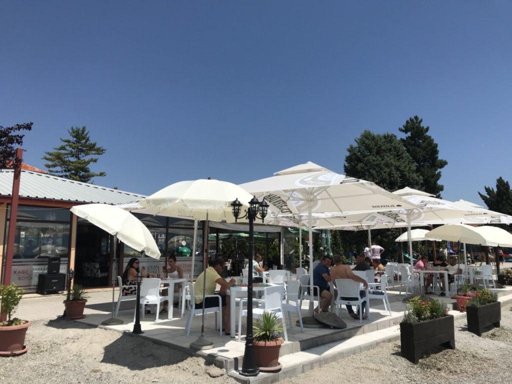 """Sharm Bar & Sweets që gjendet tek """"Plazhi i Femrave"""" është surpriza më e re dhe më e bukur e kësaj vere në Strugë (FOTO)"""