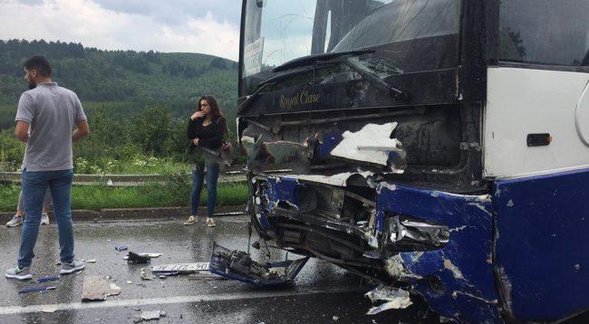 Tragjedi e madhe: Nga aksidenti humbin jetën 3 fëmijë dhe 2 të rritur shqiptar (FOTO)