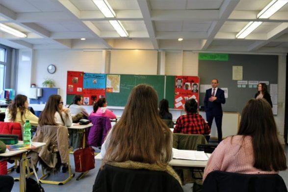 Mësimdhënësit zviceranë po i diskriminojnë nxënësit me prejardhje të huaj
