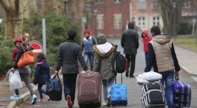 Gjysma e shqiptarëve duan të largohen nga vendi i tyre