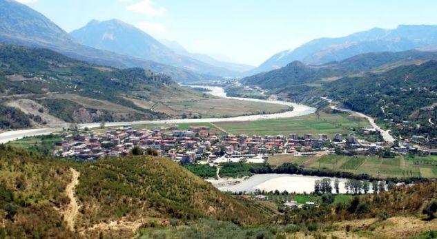 Qyteti shqiptar ku të vdekurit s'kanë ku të varrosen!