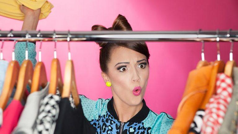 Ja sa ditë gjatë jetës kalojnë femrat para garderobës dhe veshjeve të tyre