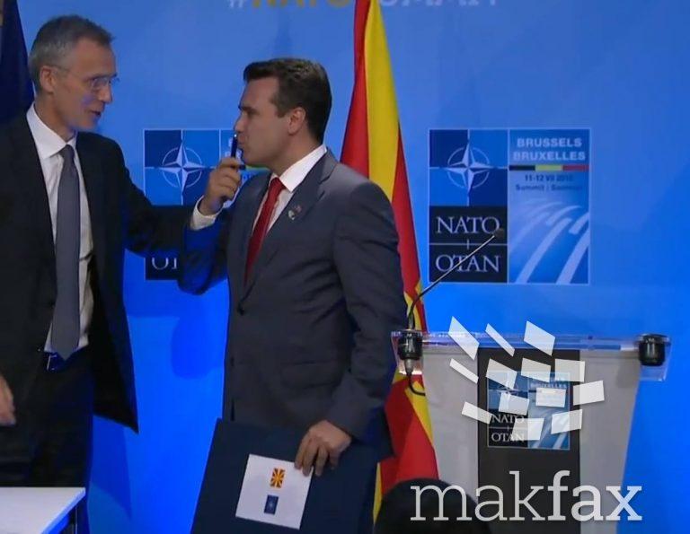 (VIDEO) Zaev e puth stilolapsin me të cilin u nënshkrua ftesa për në NATO