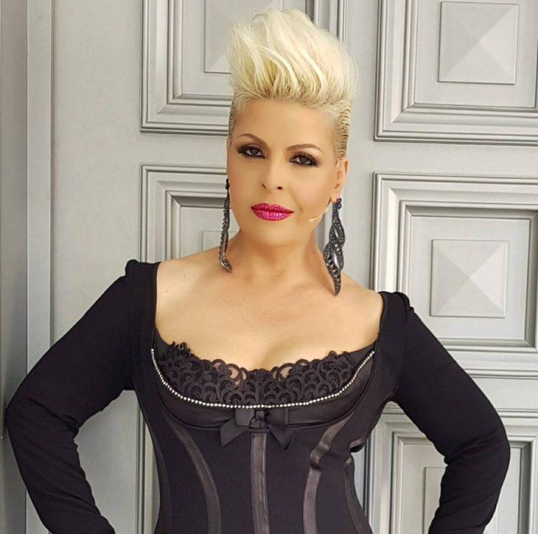 Aurela Gaçe ofendon kolegët: O artistët e b****, e keni detyrë të këndoni live (FOTO)