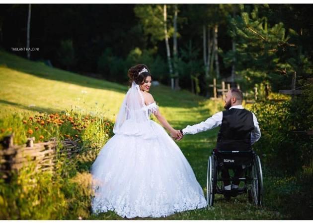 (FOTO) Kjo martesë ka mahnitur të gjithë, lexoni historinë e çiftit shqiptar