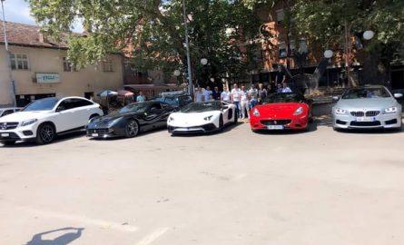 Në Veleshtë, makinat super luksoze qarkulluan në qendër të saj (FOTO)