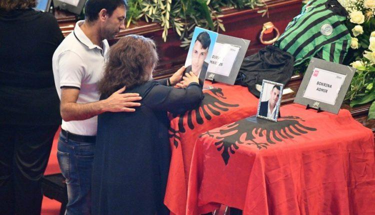Trupat e Marjusit dhe Admirit me flamur shqiptar në ceremoninë në Gjenovë (FOTO)