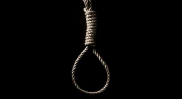 Familja shpëton gruan, i heq nga fyti litarin e vdekjes