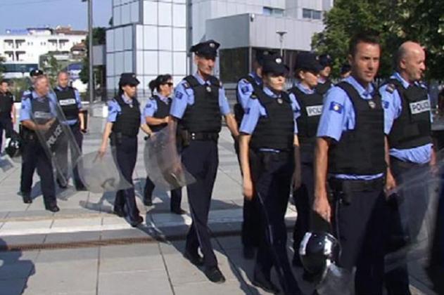 Policëve të Kosovës u ndalohet të shkojnë në Xhami
