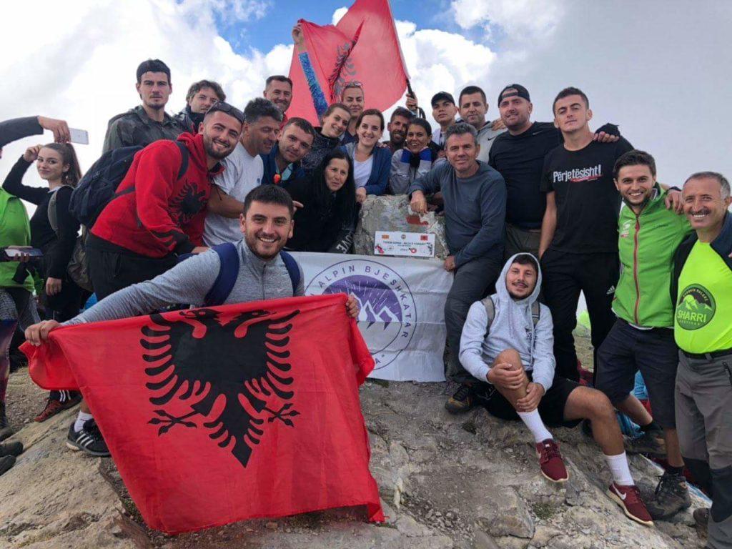 """""""KAB STRUGA"""" ngjiti majën më të lartë të Maqedonisë dhe Shqiperisë (FOTO)"""