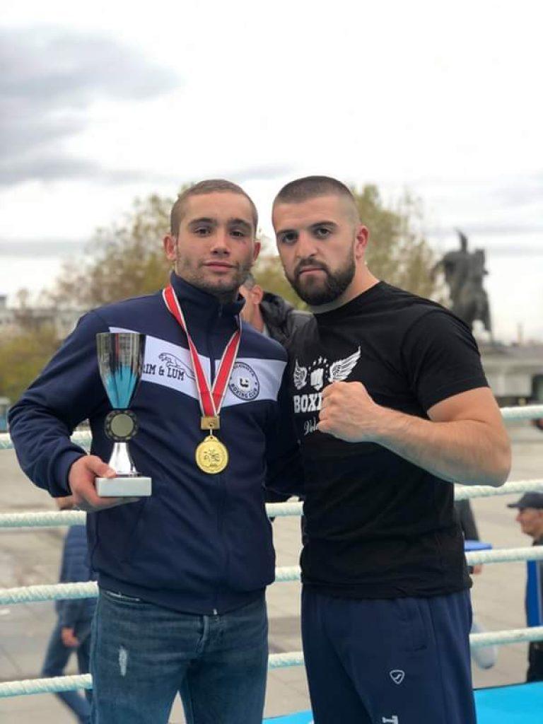 """I pamposhtur është Alim Nasufi nga """"Veleshta Boxing"""", shpallet boksieri më luftarak në Prishtinë (FOTO)"""