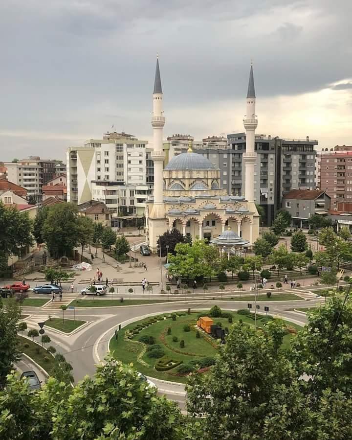 Hoxhallarët në Kosovë paguhen deri në 1500 euro