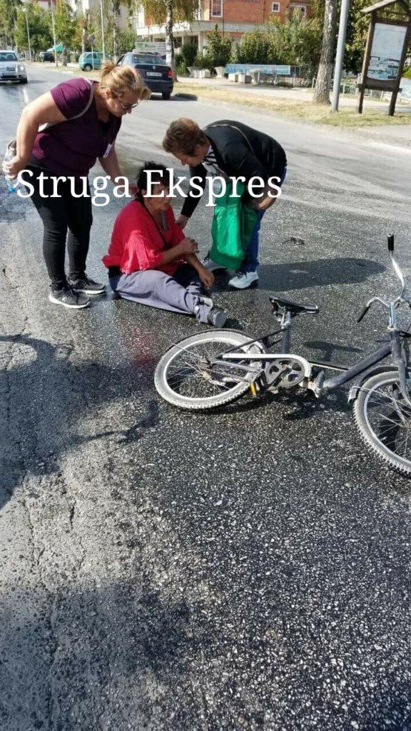 """Aksidentohen dy strugan nga ulja e derdhur në rrugën përballë hotel """"DRIM"""" (FOTO)"""