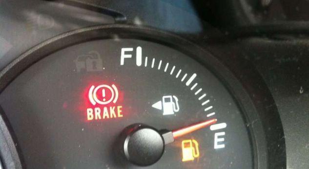Ja sa km i ngelen makinës pasi ndizet llamba. Lista për disa nga makinat