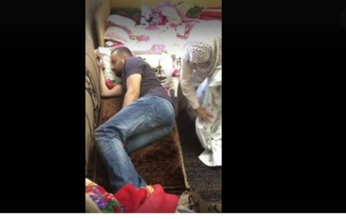 Ka vendos kamera për të zbuluar se ç'ndodh në dhomë, veprimi i gjyshes lë pa fjalë të riun (VIDEO)