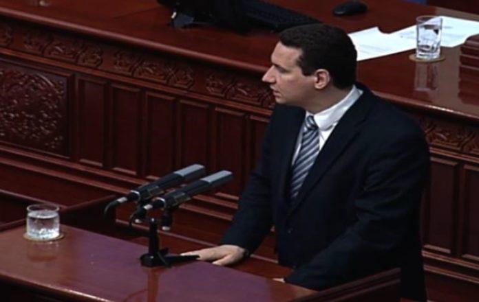 Zaevi mashtroi shqiptarët! Ata po braktisin Maqedoninë (VIDEO)