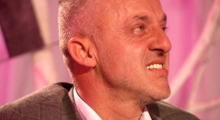 Halil Kastrati shpërthen në lot, kur shikon në ekran djemtë e tij, sidomos Uvejsin që ka humbur shikimin (VIDEO)