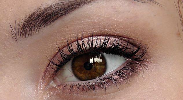 Personat me sy ngjyrë kafe fitojnë besimin e njerëzve