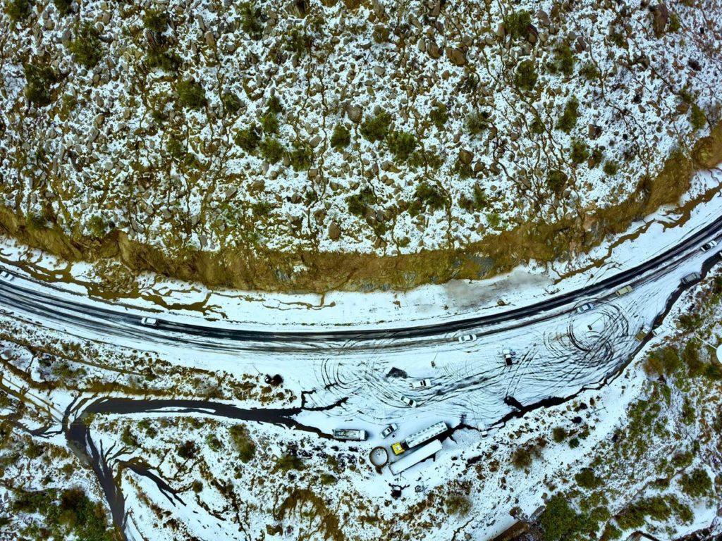 Arabët të befasuar, pranë Mekës bie borë (FOTO)