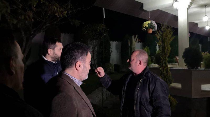 Protestë, valle dhe qirinj para shtëpisë së Mukoskit në Vevçan
