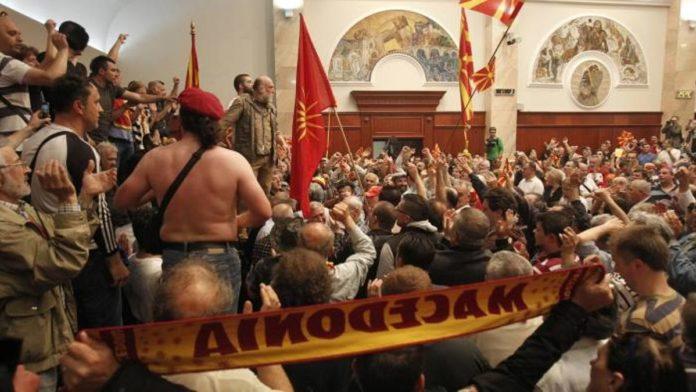 Dalin përgjimet për ngjarjet në Kuvend, një shqiptar ka spiunuar te Gruevski