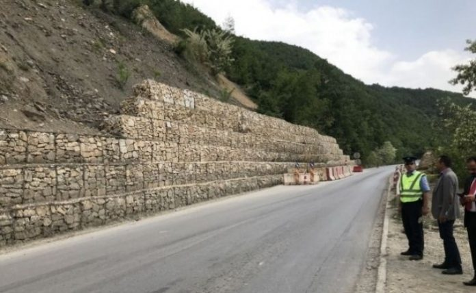 Rruga Kaçanik-Hani i Elezit e hapur për qarkullim