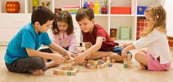 Fëmijët që kanë më shumë lodra zhvillohen më ngadalë