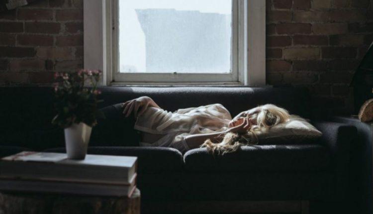 A është i shëndetshëm gjumi pranë dritares së hapur?