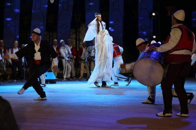 Kërcimi i kreshnikëve në logun e zanave (FOTO)