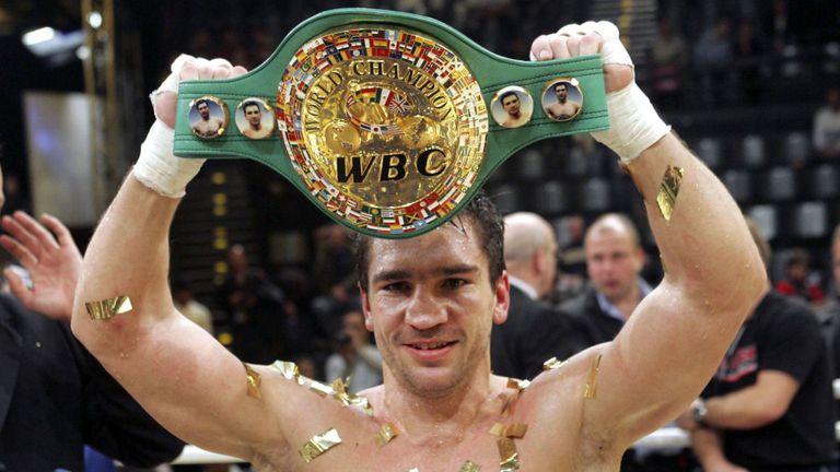 Tronditet bota e boksit, ish-kampioni i botës vdes në moshën 47-vjeçare